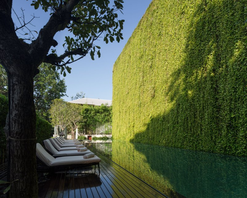 137 pillars hotel landscape design i by p landscape for Hotel landscape design