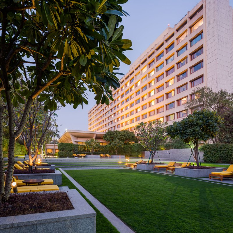 The oberoi hotel new delhi landscape design by p for Hotel landscape design