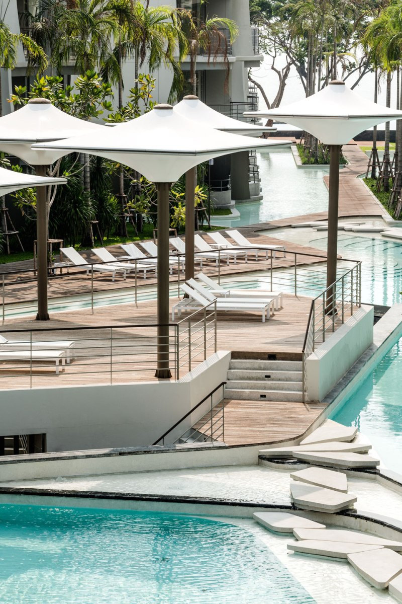 Baan San Kraam by Somdoon Architects and Sanitas Studio
