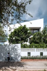 Baan Moom / Corner House by IF - Integrated Field
