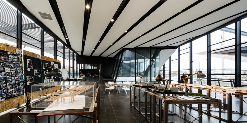 NAT Headquarters & Honda Big Wing Udonthani design by M Space