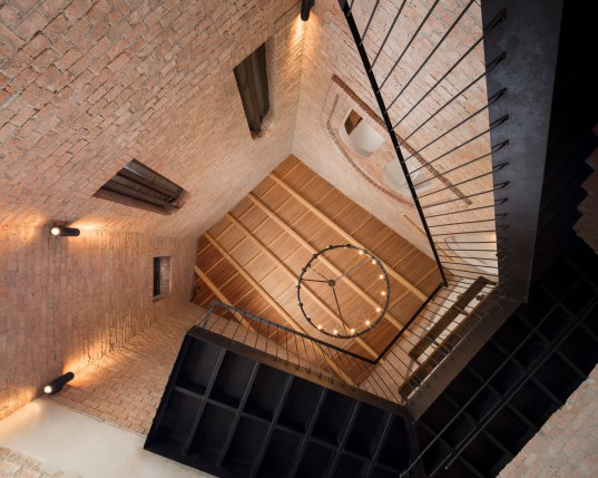 Primo Piazza Interior design by Padee Studio