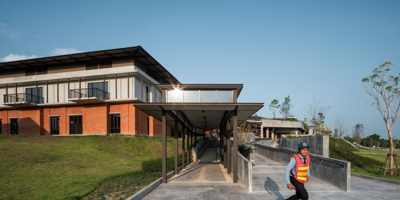 Thammasart Pattaya by Arsomslip Community and Environment Architect
